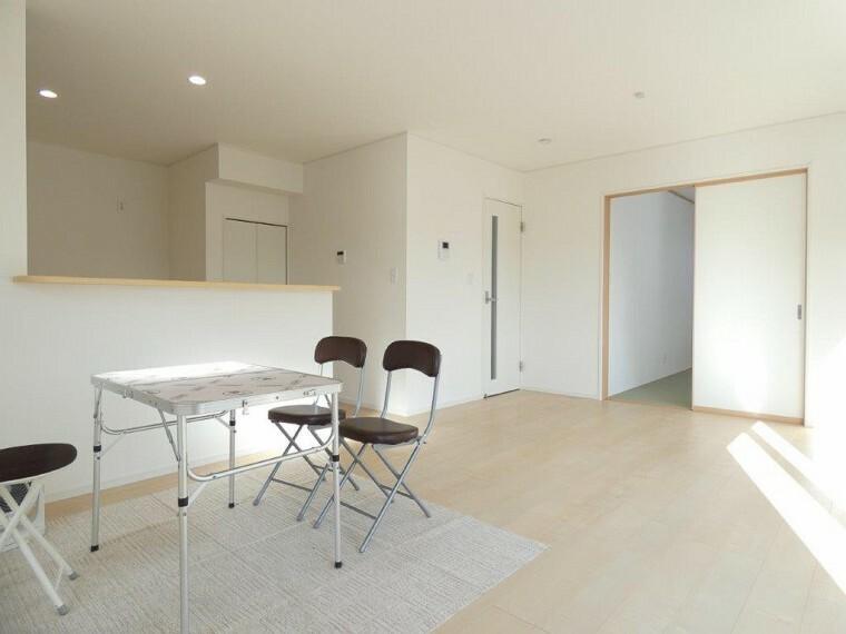 居間・リビング 家族が集まるリビングは、ゆったり広々!ソファやテーブルの配置を考えるだけで楽しいですね!