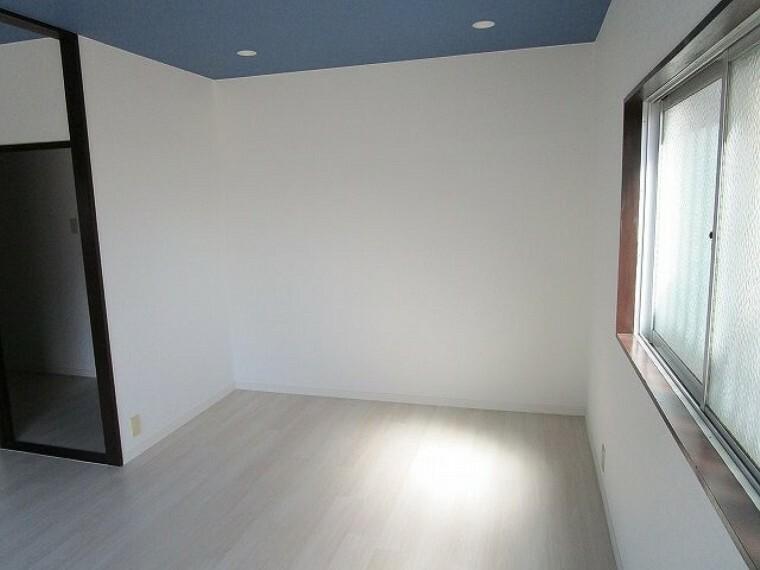 居間・リビング ダウンライト照明でおしゃれな空間演出