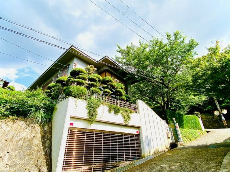 外観写真 閑静な住宅街の中にありRC造で高級感のある建物です
