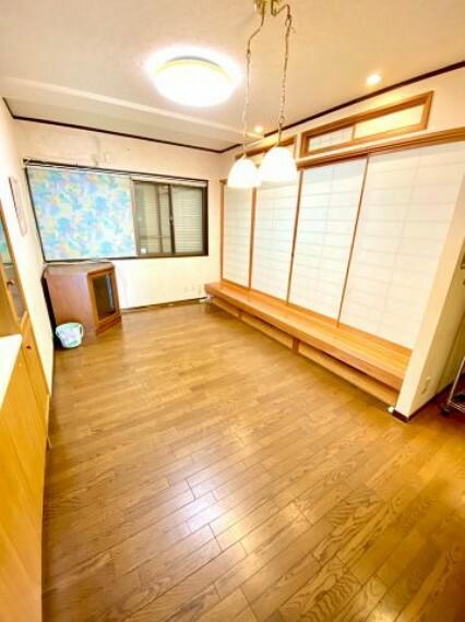 居間・リビング 和室が併設されたリビングスペース。