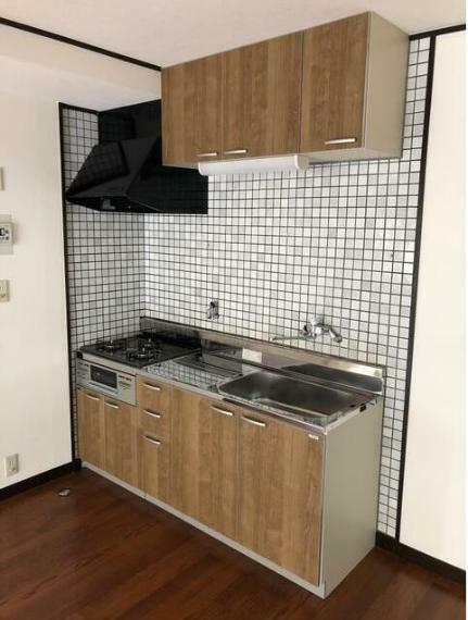 キッチン 3口コンロで料理もはかどります。