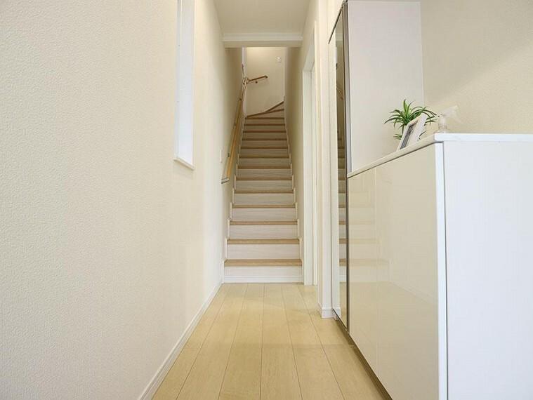 ~staircase~  小さなお子様からご高齢の方まで幅広い年代に優しい手すり付階段です。