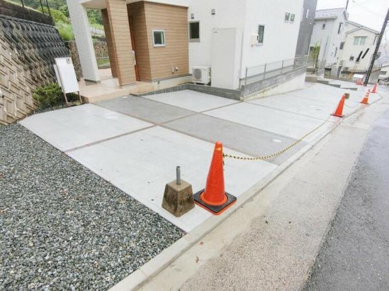 駐車場 駐車場は車種により3台利用可能です。