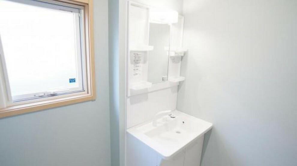 洗面化粧台 洗面化粧台 ゆとりの洗面スペースで朝の身支度もスムーズに。