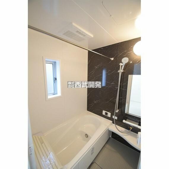 浴室 お子様と一緒にバスタイムを楽しめる広々空間。浴室乾燥機付で心地良いバスタイムを実現します。