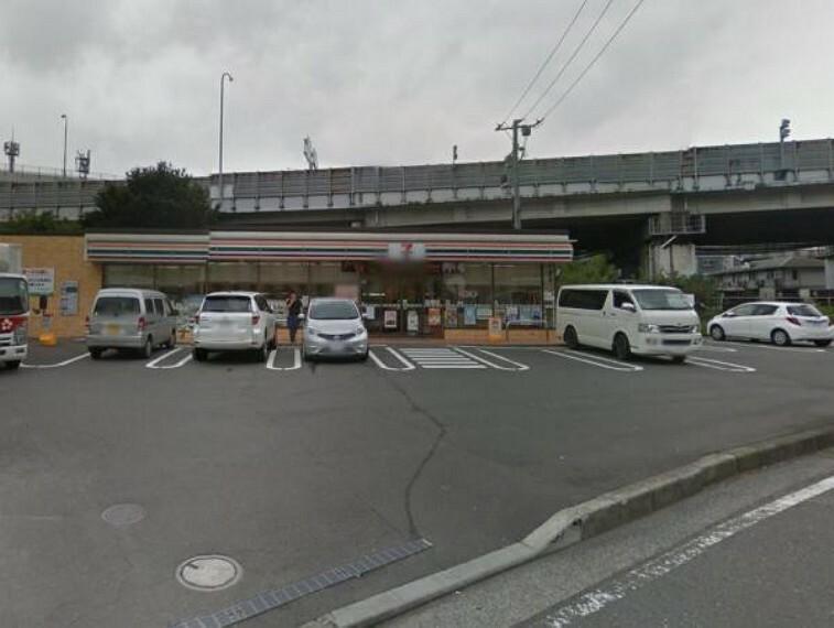 コンビニ セブンイレブン横浜峰沢町店 約480m