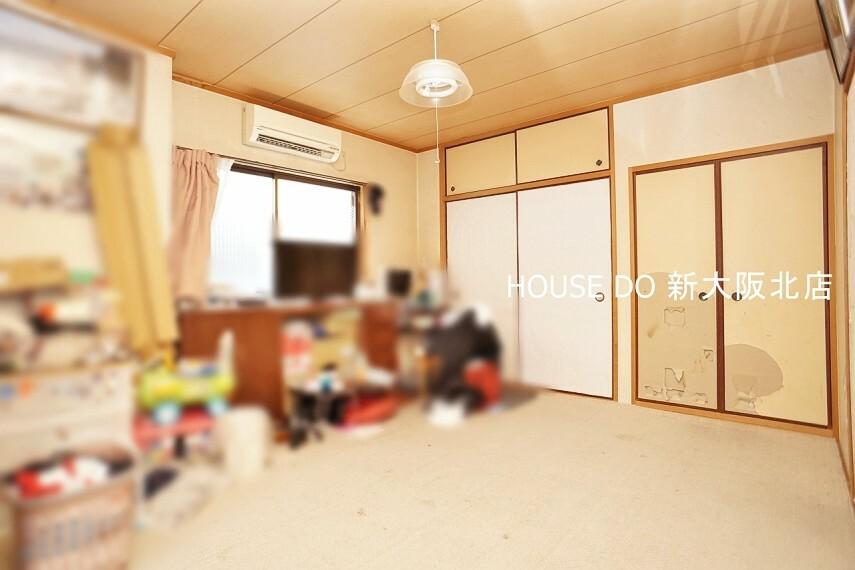 和室 ■和室はリビングを通らずに入室できるので、客間としてもオススメです!急な来客時もサッとご案内できて安心ですね! ■写真のようにカーペットを敷いて使う事で洋室の様にお使いもいただけます!
