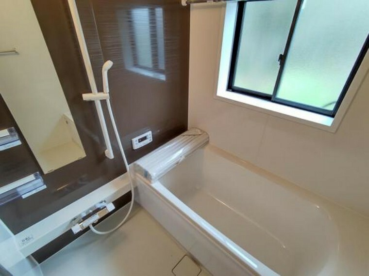 浴室 (リフォーム済)浴室はハウステック製の新品のユニットバスに交換しました。足を伸ばせる1坪サイズの広々とした浴槽で、1日の疲れをゆっくり癒すことができますよ。