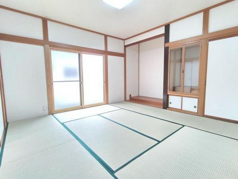 (リフォーム済)1階8帖の和室は畳の表替えと壁のクロス張替えを行いました。客間としてお使いになられてはいかがでしょうか。