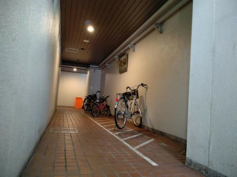 【駐輪スペース】各住戸につき1台無料の駐輪スペースがあります。
