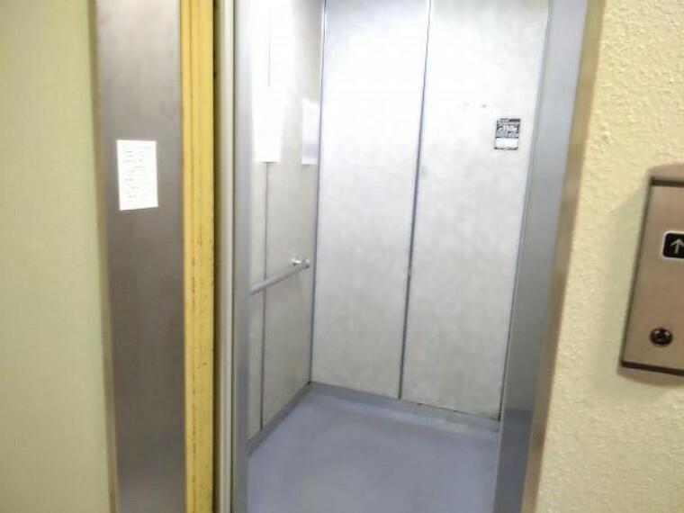 【エレベーター】エレベーターも設置されているので、買い物の重い荷物を運ぶ時も階段を上らずに楽々運べます。足腰の悪い方や仕事で疲れて帰ってきた方も助かりますね。