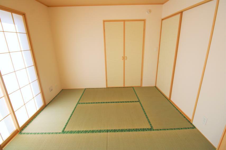 和室 リビング横の和室は、思い切りお子様が遊べるキッズスペースにぴったり!