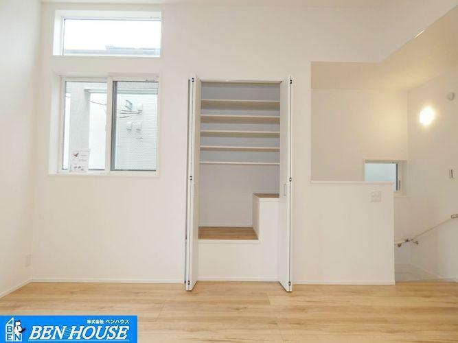 ダイニング リビング ・全棟、床暖房標準装備 ・寒い季節には足元からお部屋全体を暖めてくれます