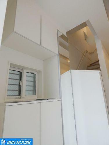 玄関 玄関スペース ・スッキリ洗練された玄関エントランス ・シューズボックス完備で雑然としがちな玄関も整理整頓できそうです