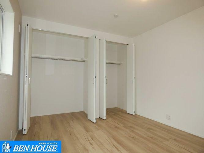 洋室 洋室の様子 ・各居室収納完備で、どちらのお部屋もスッキリと利用できます