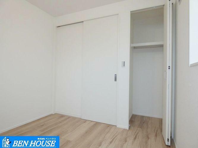 洋室 洋室の様子 ・大容量クローゼット ・収納豊富でどちらのお部屋もスッキリ収納可能です