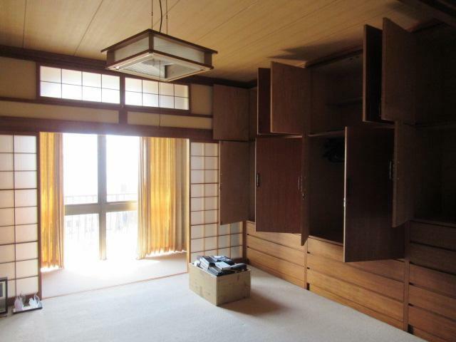 和室 和室には造り付タンスあり