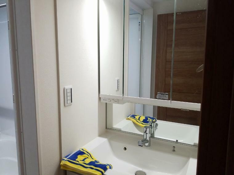洗面化粧台 帰って来てすぐに手洗い出来るように1階に洗面所を設置しました