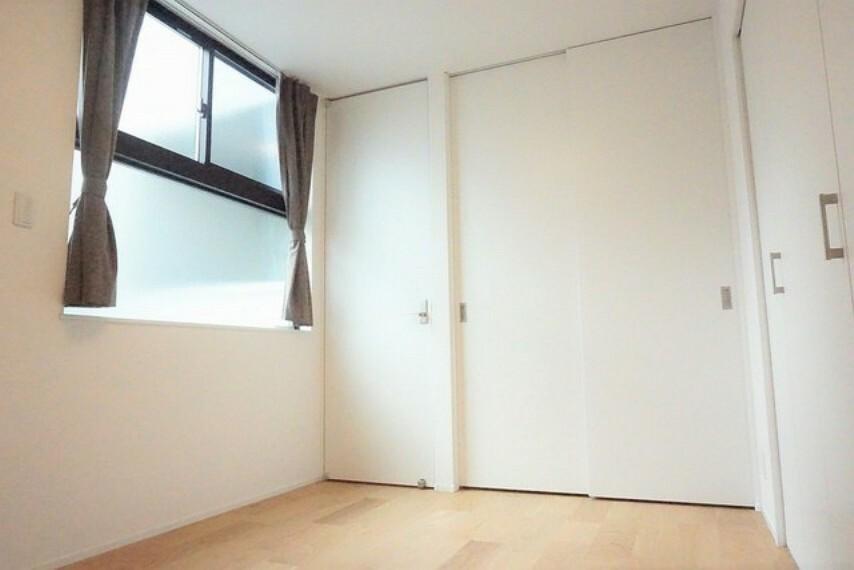 寝室 全居室にはたっぷり収納できる大型クローゼットを設置しています。