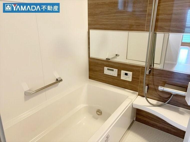 浴室 浴室には窓があるので、換気が容易にできます。