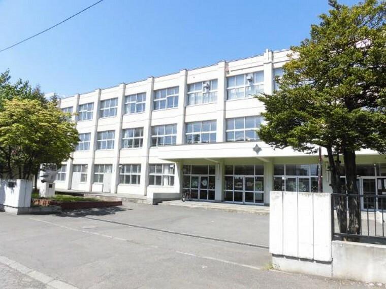 中学校 【周辺環境写真】中学校は東月寒中学校です。徒歩約12分(約950m)です。