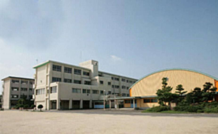 中学校 大手小学校まで約770m