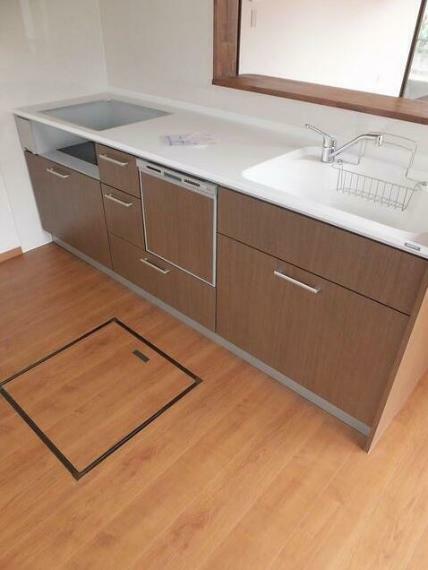 キッチン 食洗機付きシステムキッチンへ。 人大のワークトップはお洒落に決まっています。