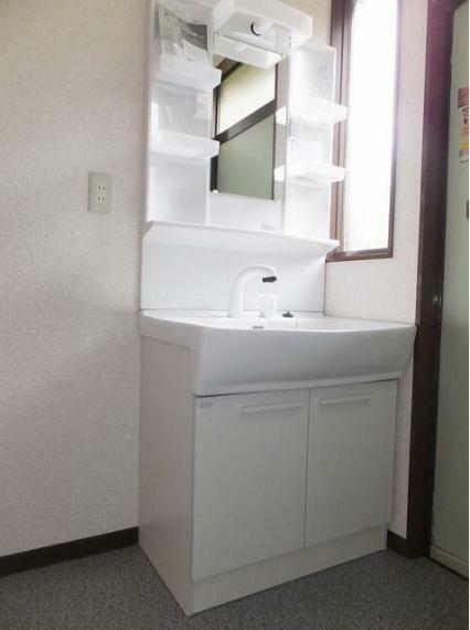 洗面化粧台 シャンプードレッサーの洗面化粧台へ変更しております。
