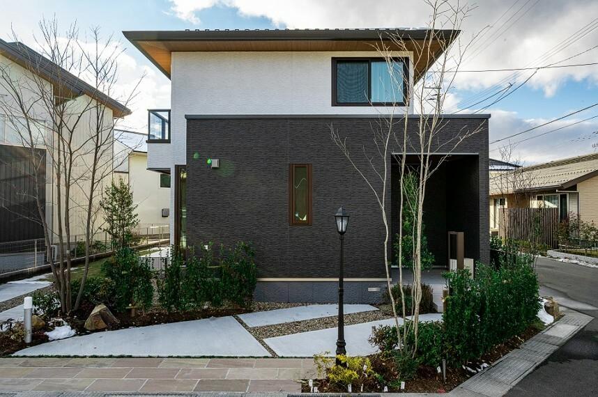 現況外観写真 外観写真:8-2号地(2020年12月撮影) 販売価格5,380万円(消費税込) 2階より大きな1階部分が角地に出っ張り、邸宅感を感じさせます。