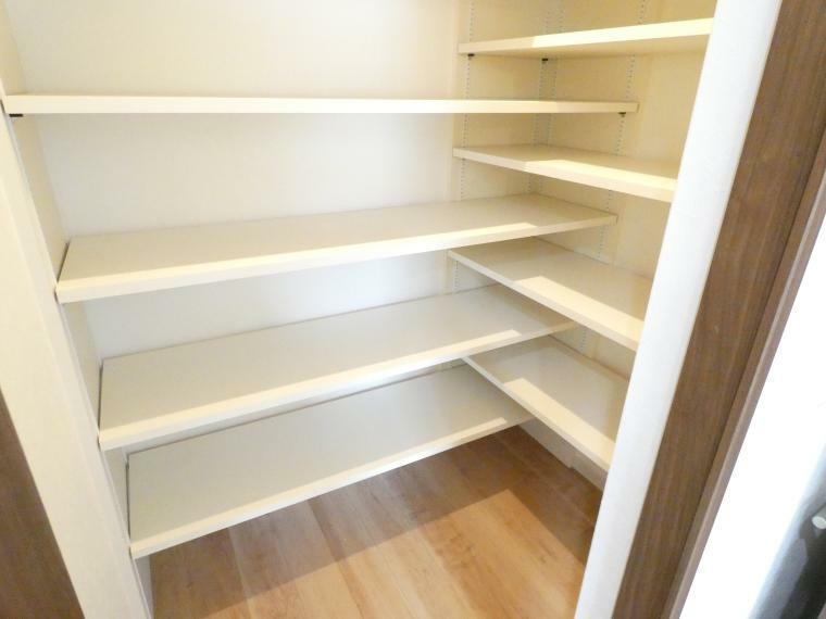 収納 キッチンにはパントリーもあって便利ですね
