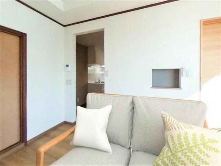 居間・リビング 価格には消費税、リフォーム費用を含みます。内覧希望の方はお電話ください。画像は実際の写真に家具や調度品をCG合成したものです。