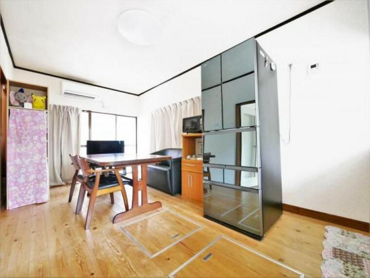 居間・リビング 【LDK】大型の家具を配置しても余裕があります