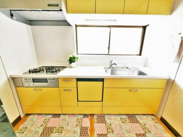 キッチン 【キッチン】キッチンには窓があり常に外気を取り込めます