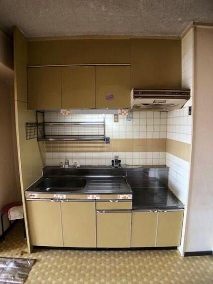 キッチン 壁付のキッチンは家具の配置がしやすいですよね!(リフォーム承ります!)