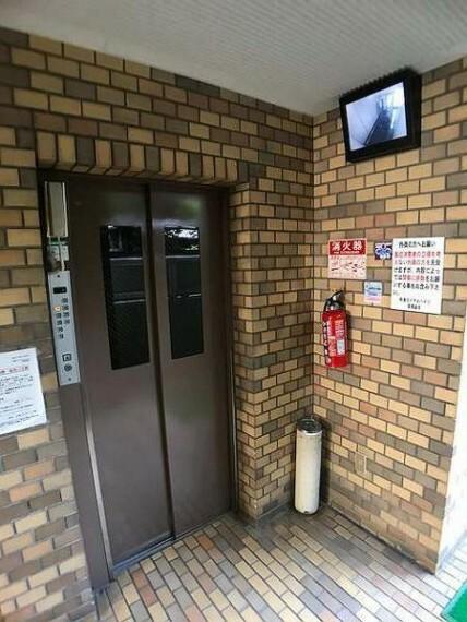 ロビー エレベーター完備!防犯カメラ付です!