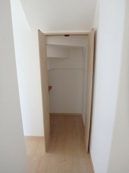専用部・室内写真 階段下収納