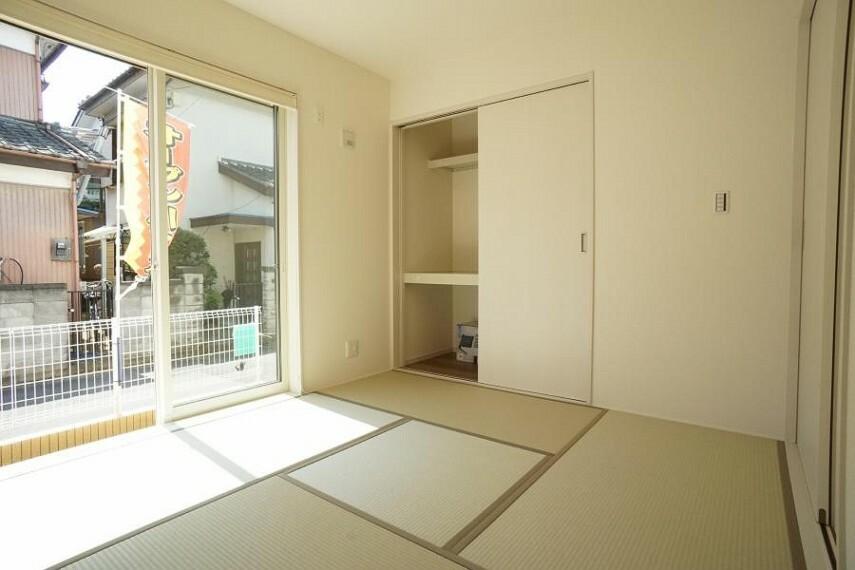 和室 ~Japanese‐style room~ お客様がいらした時、お子様の遊び場、寝室など和室があるのは嬉しいですね