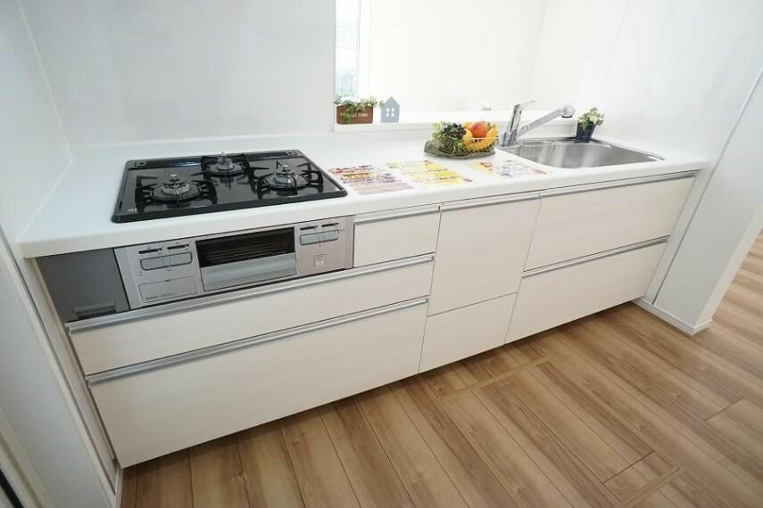 キッチン ~kitchen~  お子様と一緒にお料理もできます、広々キッチン