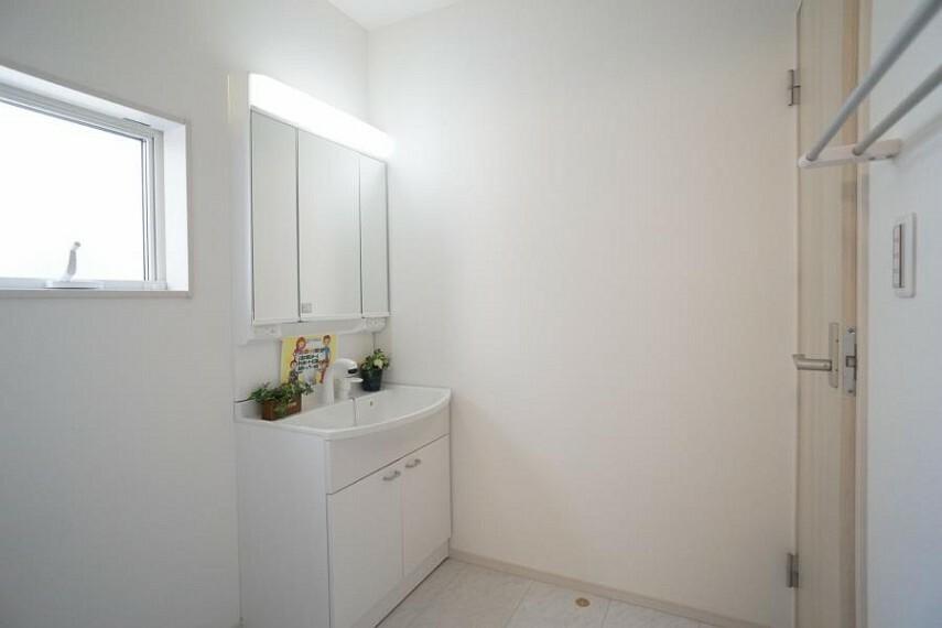 洗面化粧台 ~washroom~ ゆとりの洗面スペースで朝の身支度もスムーズに