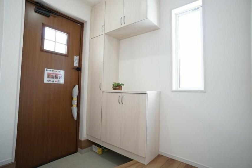 玄関 ~entrance~いつも気持ち良くご家族を迎えられる玄関収納付