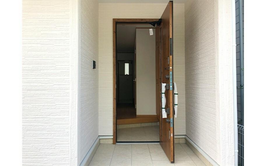 玄関 現地写真:玄関(1号棟)