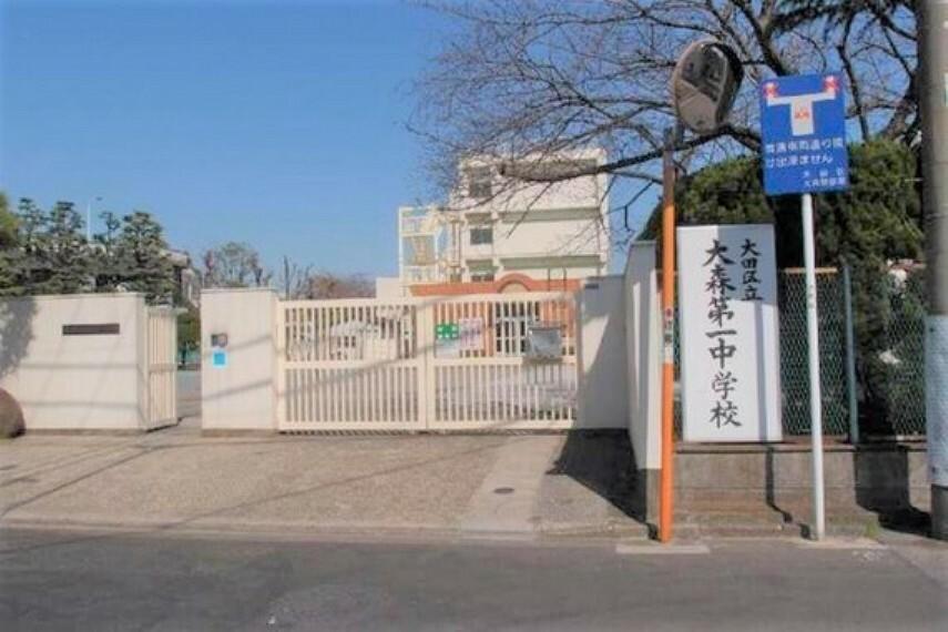中学校 通学路は穏やかな住宅街の中の道なので、お子さんの通学も安心。