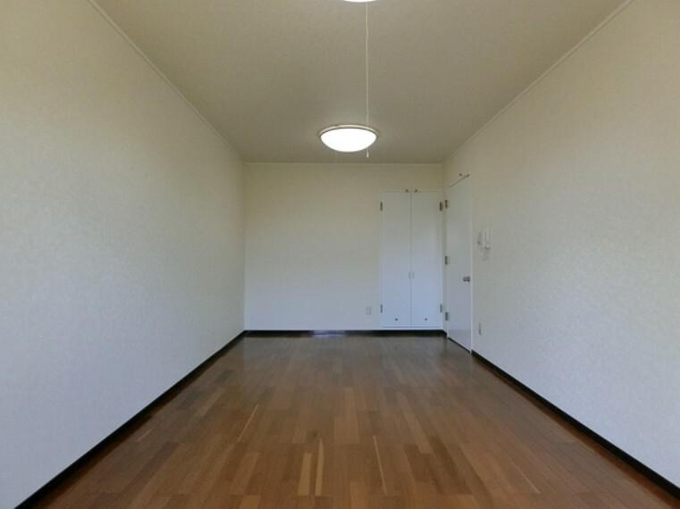 居間・リビング 1階リビングは約7.4帖でございます。