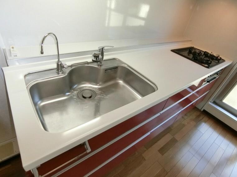 キッチン 調理器具やお鍋などもたくさん入りますので、キッチン回りがスッキリと片付きそうですね。