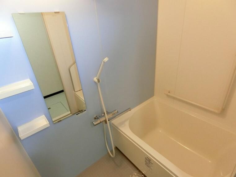 浴室 ゆっくり湯船につかれば、1日の疲れも癒されそうですね。