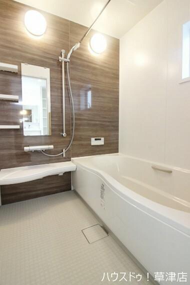 浴室 一日の疲れを癒してくれるバスルーム 追い焚き機能が付いていつでもポカポカです。