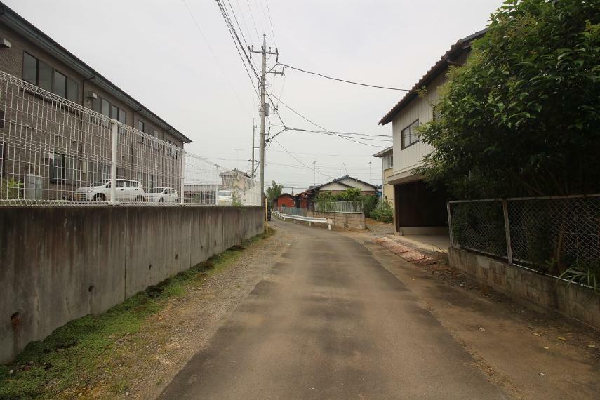 現況写真 2020年8月撮影 南側前面道路を東側から西方向へ撮影