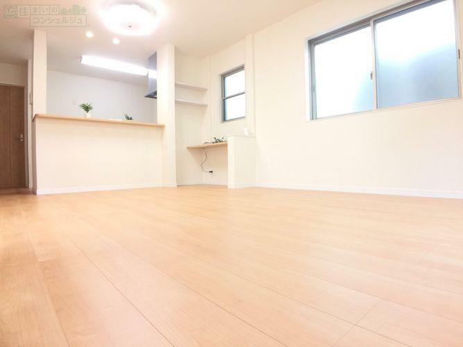 居間・リビング 【リビング】 隣接する洋室を続き間にすると約20.6帖の広々空間に!!