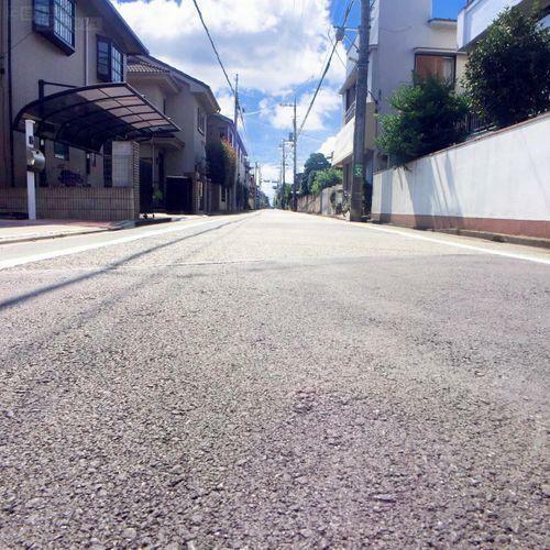 現況写真 【前面道路】 5.4mの道幅があるので、車庫入れも楽々行えます