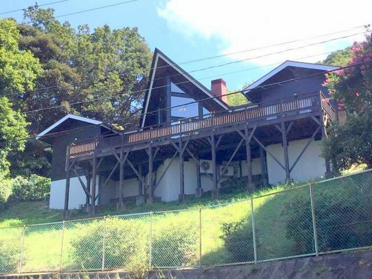 外観写真 高台に佇むオーシャンビューの邸宅!